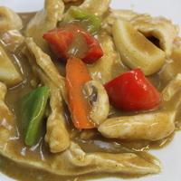 31. Kip in gele currysaus