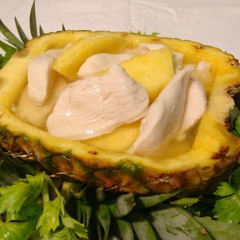 43. Kip met ananas