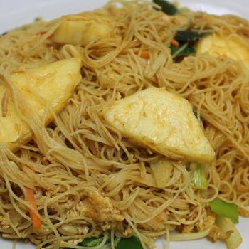 31. Mihoen met curry en ananas (vegi)